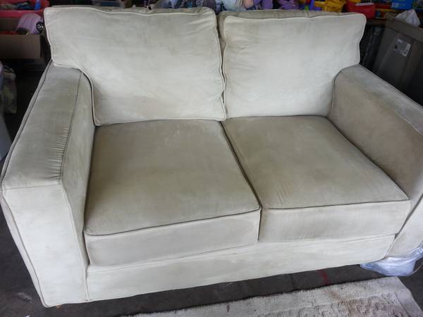 American Signature Love Seat     $100     View on Craigslist