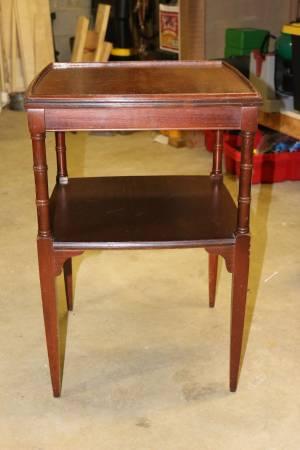 Wood Side Table     $25     View on Craigslist
