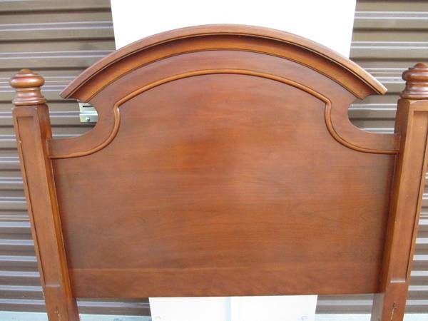 Twin Ethan Allen Headboard     $40     View on Craigslist