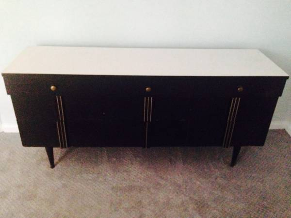 Mid Century Modern Dresser     $100     View on Craigslist