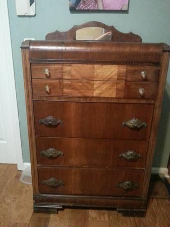 Vintage Dresser     $115     View on Craigslist