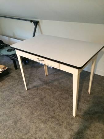 Enamel Table     $50     View on Craigslist
