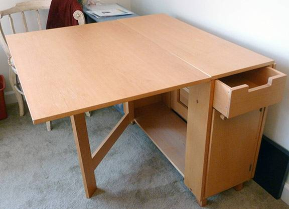 Folding Utility Table     $10   This would be perfect to use for a craft table in a small room.    View on Craigslist