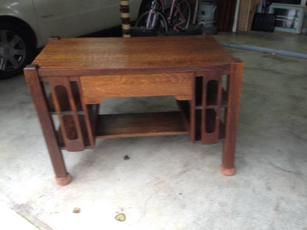 Antique Craftsman Style Desk     $100     View on Craigslist