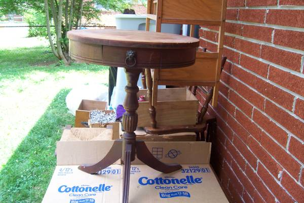Vintage Pedestal Table     $25     View on Craigslist