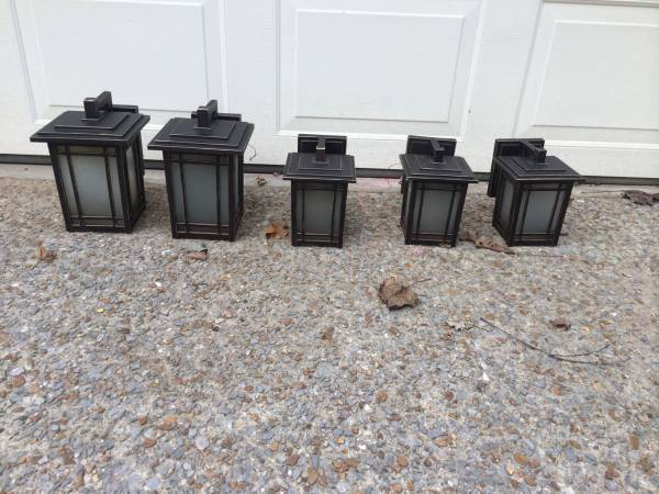 Set of 5 Outdoor Lights     $125     View on Craigslist