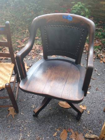 Antique Desk Chair     $50     View on Craigslist