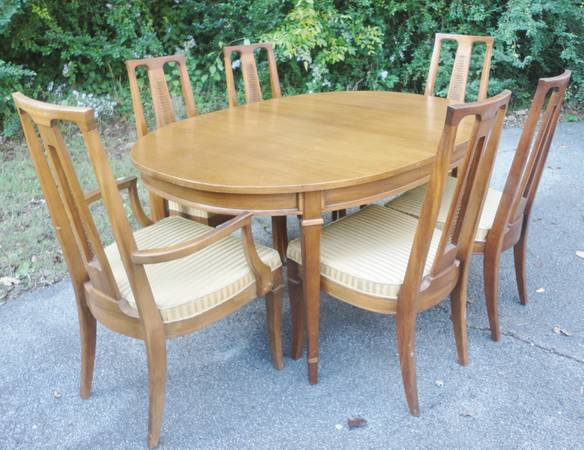 Dining Table and Chairs     $50   I think this set has a lot of potential and at $150 is a good deal.     View on Craigslist