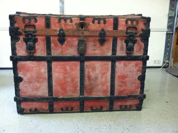 Vintage Steamer Trunk     $75     View on Craigslist