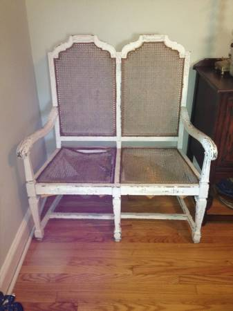 Victorian Settee     $195     View on Craigslist