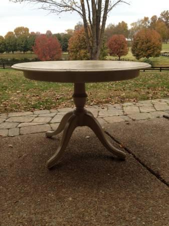 Pedestal Kitchen Table     $50     View on Craigslist