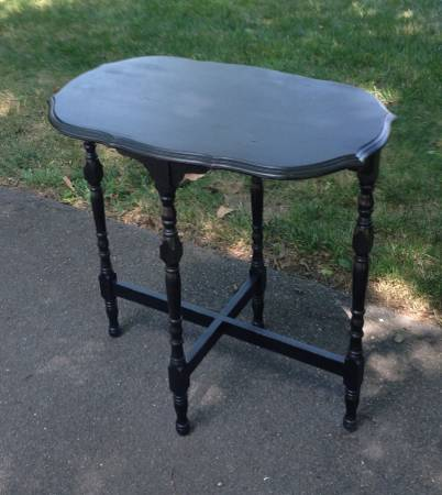Antique Side Table     $25     View on Craigslist