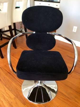 Modern Office Chair     $60     View on Craigslist