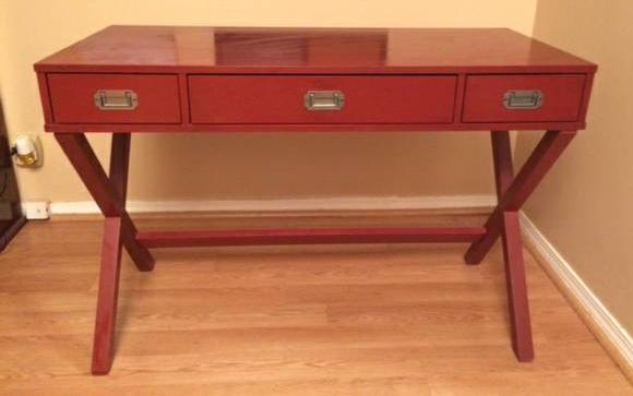 Desk     $60     View on Craigslist