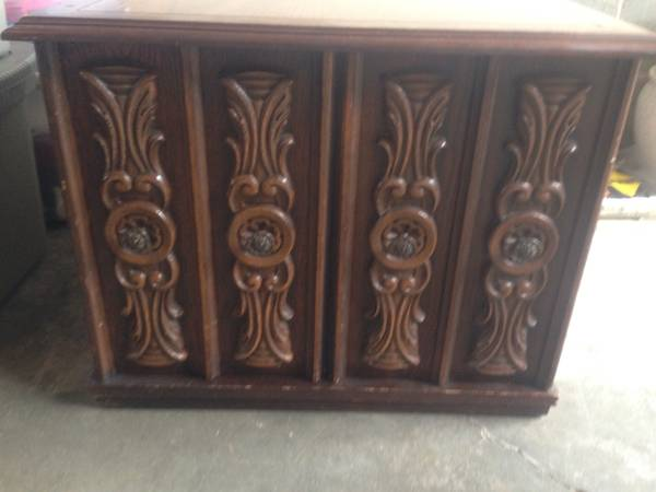 Pair of Vintage End Tables     $100   These tables would be totally transformed with a coat of paint.    View on Craigslist