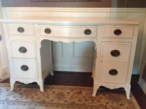 Antique Desk with Mirror     $199     View on Craigslist