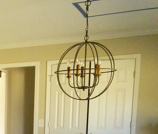 Sphere Chandelier     $65     View on Craigslist