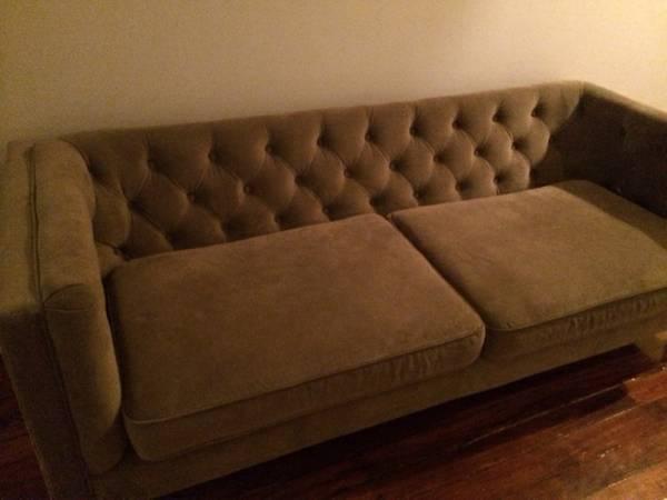 Tufted Velvet Sofa     $475     View on Craigslist