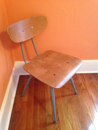 12_schoolchair.jpg