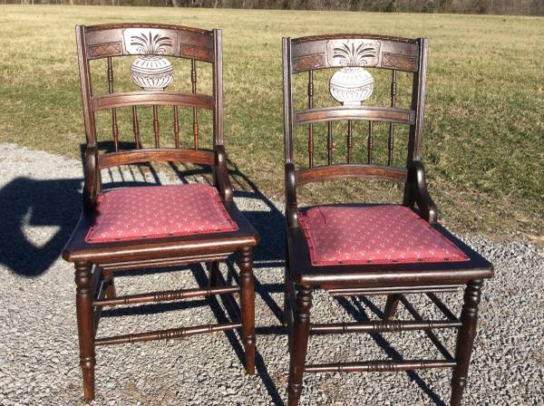 Set of 4 Antique Dining Chairs     $100     View on Craigslist