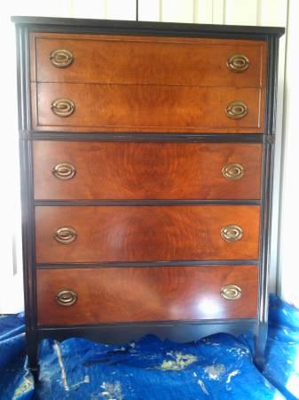 Hepplewhite Style Dresser (by Hibriten)     $285     View on Craigslist