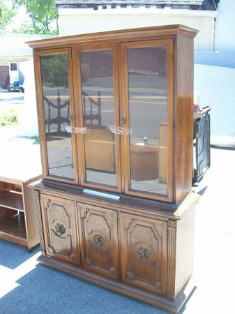 China Cabinet     $100   This cabinet desperately needs a makeover. I think with a coat of paint it would be totally transformed.    View on Craigslist