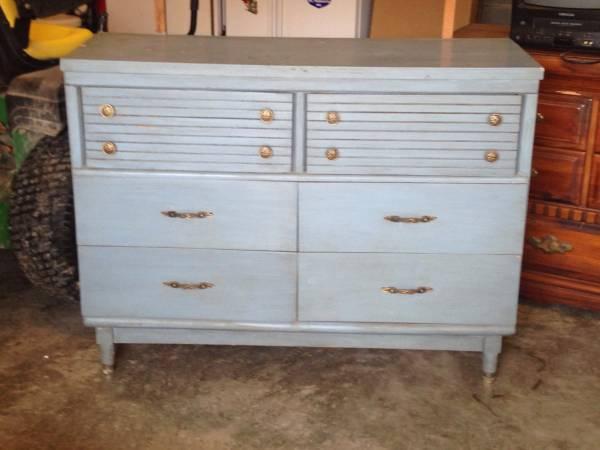 Mid Century Dresser     $75     View on Craigslist