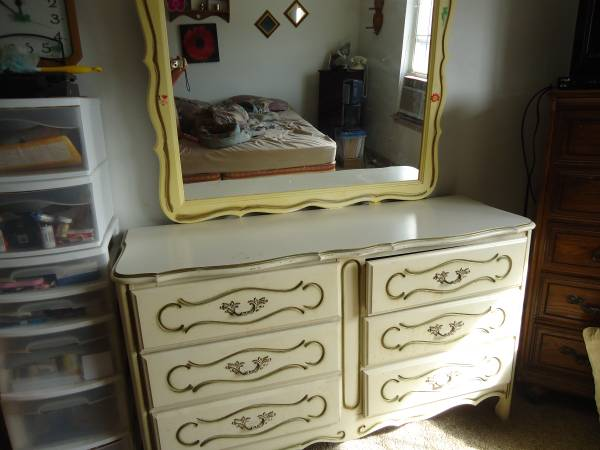 French Provincial Dresser & Mirror     $25   This is a great deal - looks like this dresser just needs a little cleaning.     View on Craigslist