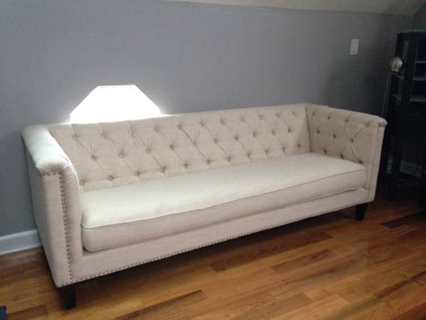 Tufted Linen Sofa     $1350     View on Craigslist
