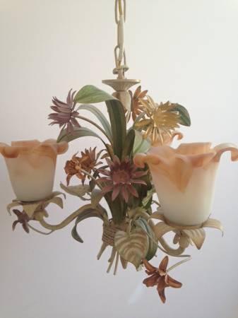 Vintage Floral Chandelier     $75     View on Craigslist