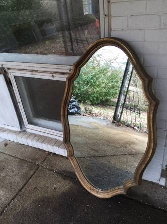 Mirror     $10     View on Craigslist