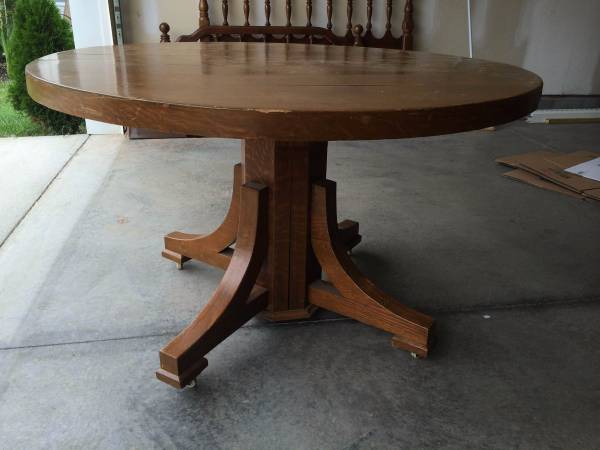 Round Pedestal Table     $50   This would be a perfect kitchen table - use as is or paint it! You can really pair almost any style of chairs with this table.    View on Craigslist