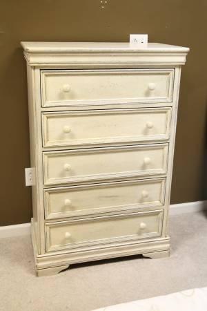 Dresser     $35     View on Craigslist