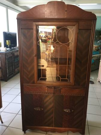 Vintage China Cabinet     $200     View on Craigslist