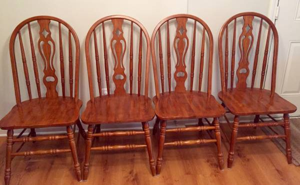 Set of 4 Chairs     $100   This would be a great set of chairs to paint.    View on Craigslist