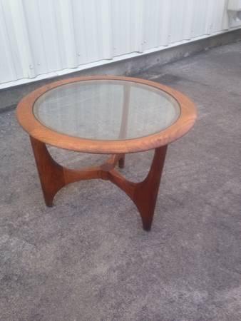 Mid Century Table     $120     View on Craigslist