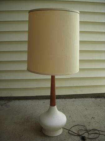 Mid Century Lamp     $25     View on Craigslist