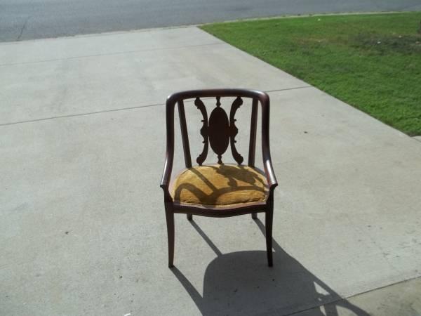 Antique Chair     $30     View on Craigslist