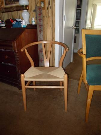 Maple Accent Chair     $20     View on Craigslist