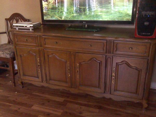 Oak Credenza     $140   This piece would look amazing with a coat of paint.    View on Craigslist
