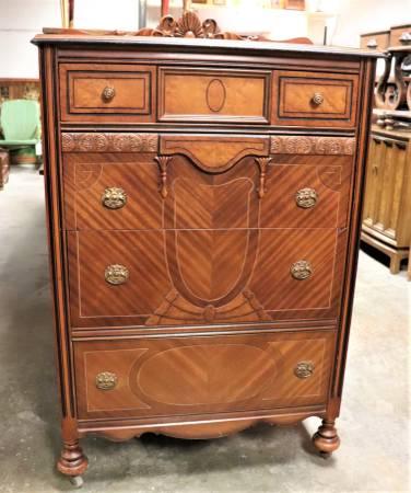 Antique Dresser     $299     View on Craigslist