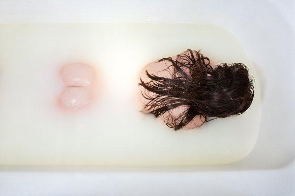 JO ANN CALLIS: 'OTHER ROOMS' Figure In Bath, 1976–77