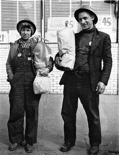 Shipyard Workers, Richmond, CA, 1941