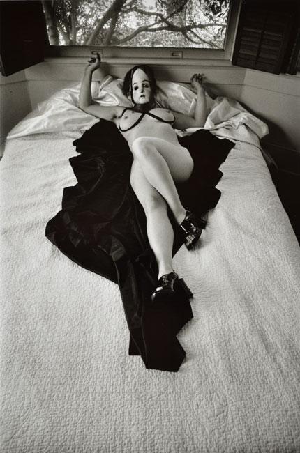 Callis-Nude-on-bed-1-650px.jpg