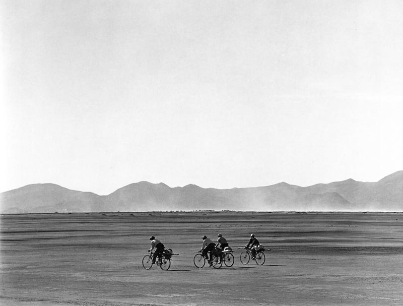 Manuel Alvarez Bravo, Bicicletas en Domingo  (Bicycles on Sunday), 1966