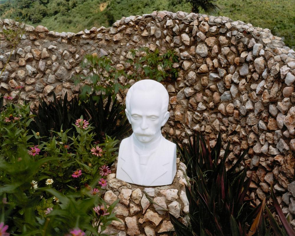Plastic Bust of José Martí (1853-1859), Trinidad,  2004 C-print 20 x 24 inches