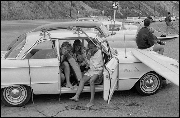 Bruce Davidson, Surfers along Pacific Coast, Los Angeles, California , 1964