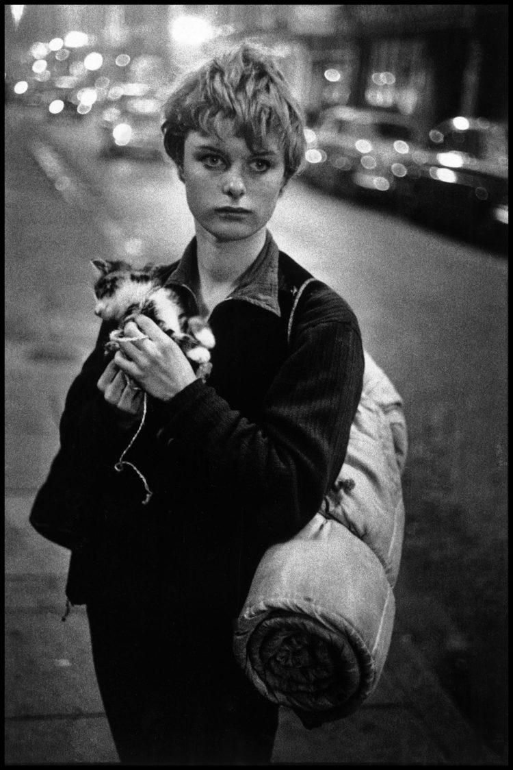 Bruce Davidson, Girl holding kitten ,UK. London,1960.