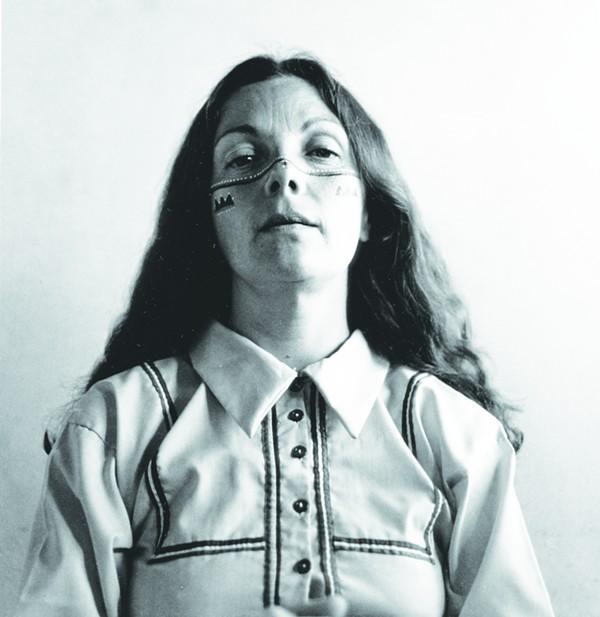 Graciela Iturbide's  Autorretrato con los indios Seris, 1979