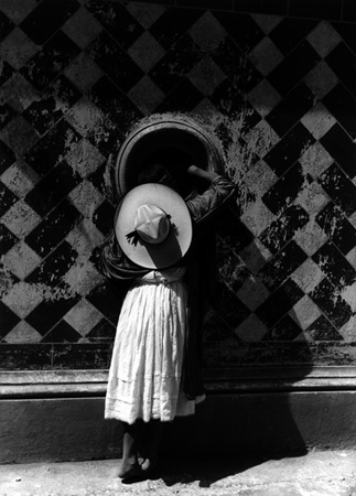 Manuel Álvarez Bravo, La hija de los danzantes [The Daughter of the Dancers] , Mexico, 1933
